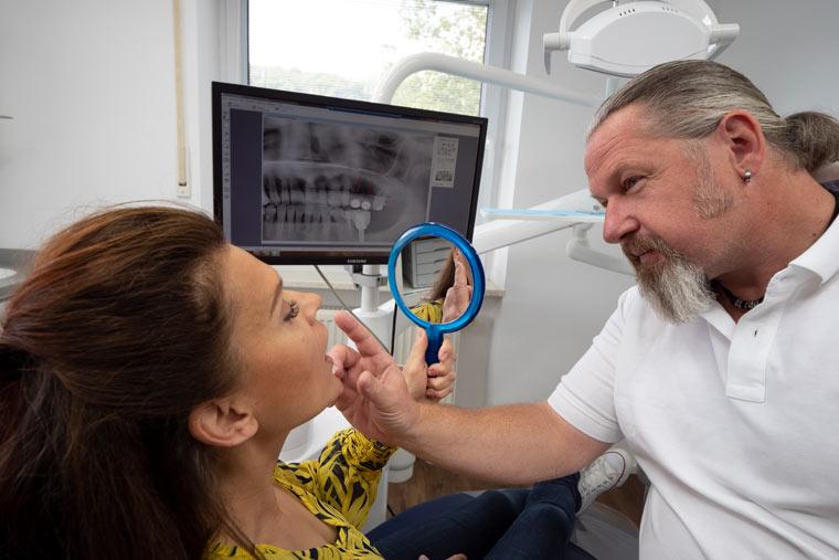 Angspatientin bei Zahnarzt Dr. Hoffmann in Landshut