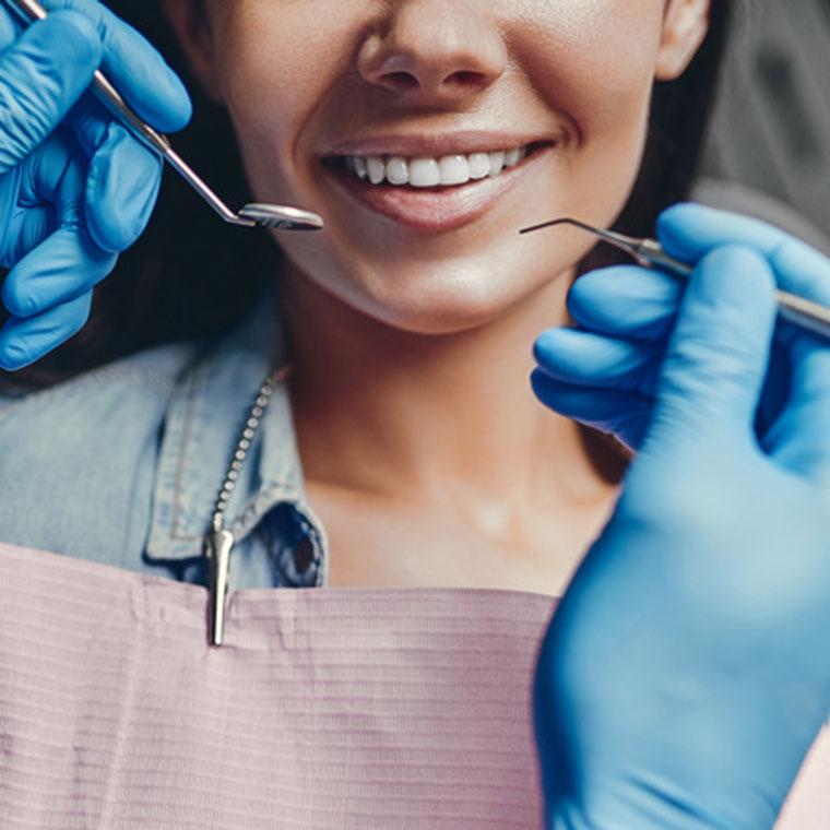 Ästhetische Behandlung von Zahnarzt Dr. Hoffmann